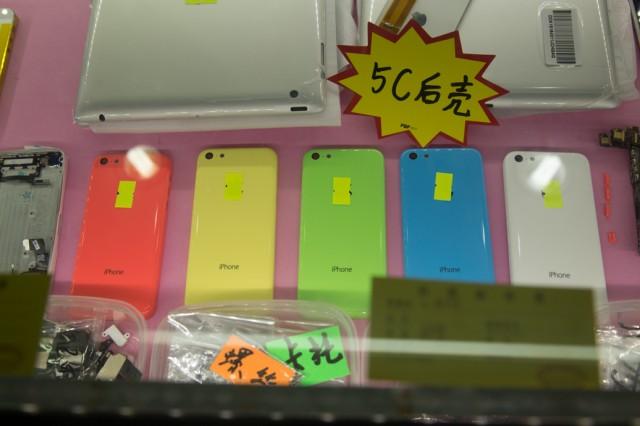 発表前のiPhone5Cのバックパネル