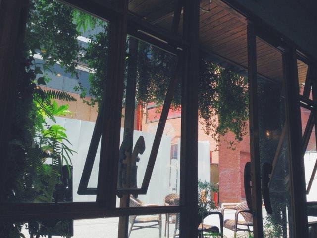 hikicafe / ソファ席からの眺め