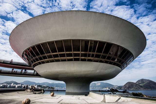 UFOのようなニテロイ美術館