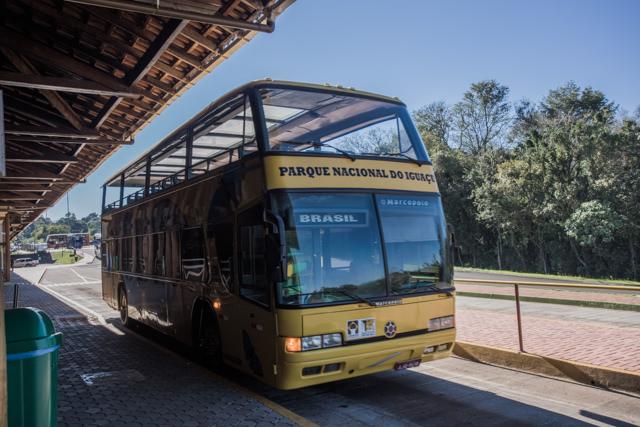 ブラジル側イグアス内のバス、2階に乗ったら寒かった