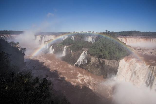 イグアスの滝全体が見渡せます