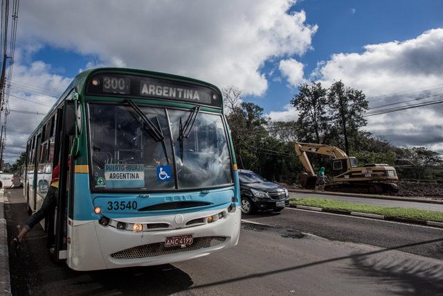 アルゼンチン側プエルトイグアスに向かうローカルバス