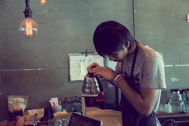真剣な表情でコーヒーを淹れてくださいます