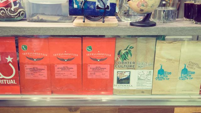 サンフランシスコのコーヒー屋のパッケージが並ぶ