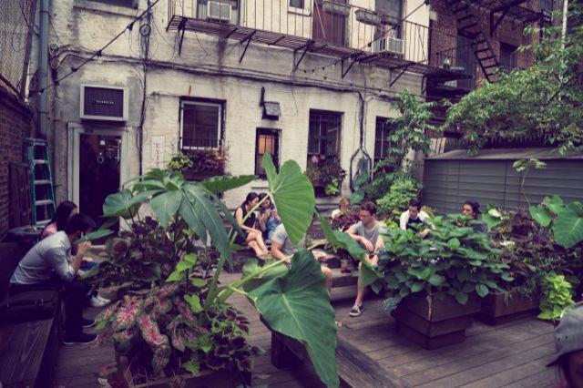 Saturdaysの中庭