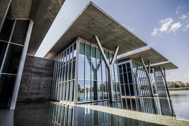 フォートワース現代美術館の特徴的な柱