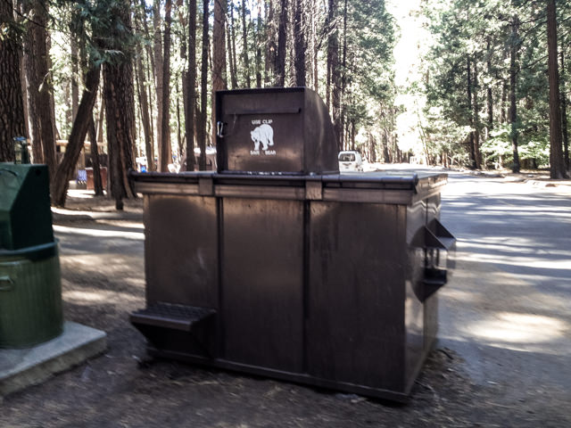クマ対策に食料は保管庫へ