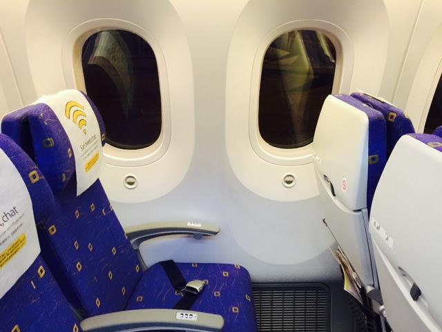 BOEING 787は窓がデカイ