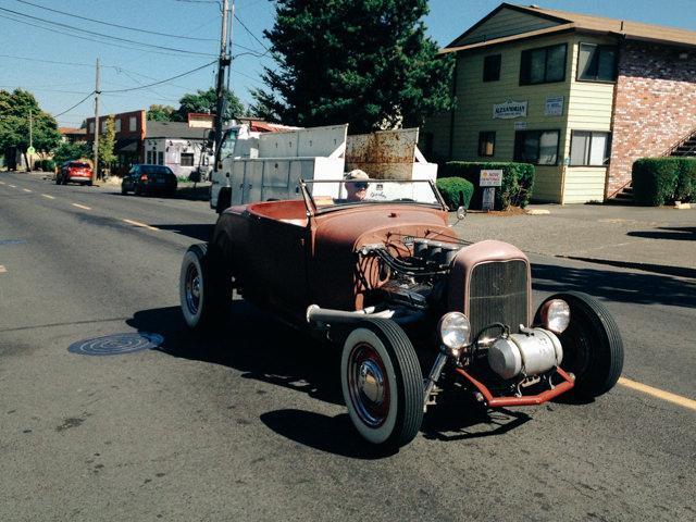 オールドカーも普通に街を走っていました