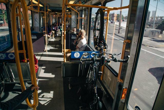町中を走るトラムも自転車持ち込みが当たり前