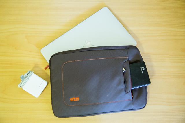Macbook Airとケース