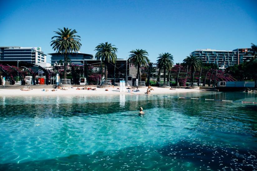 シティにある無料のビーチ型のプール。