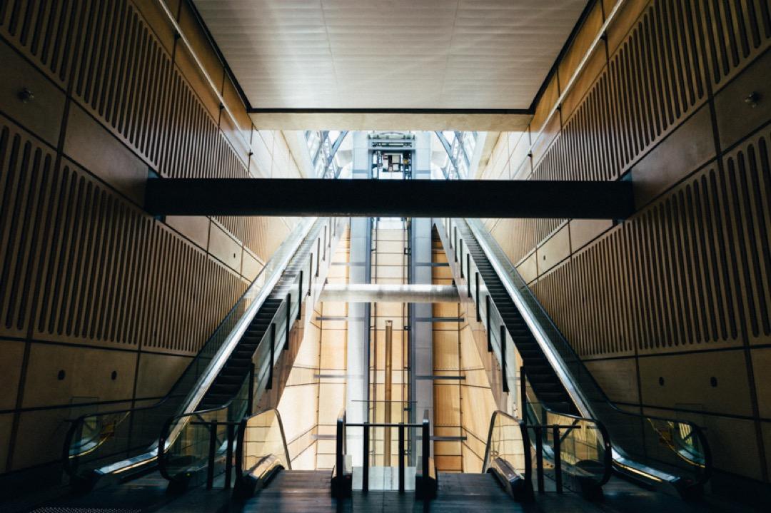 シドニーの地下鉄の駅。カッコイイですね。