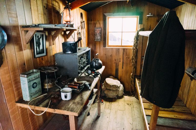 開拓当時の山小屋を再現