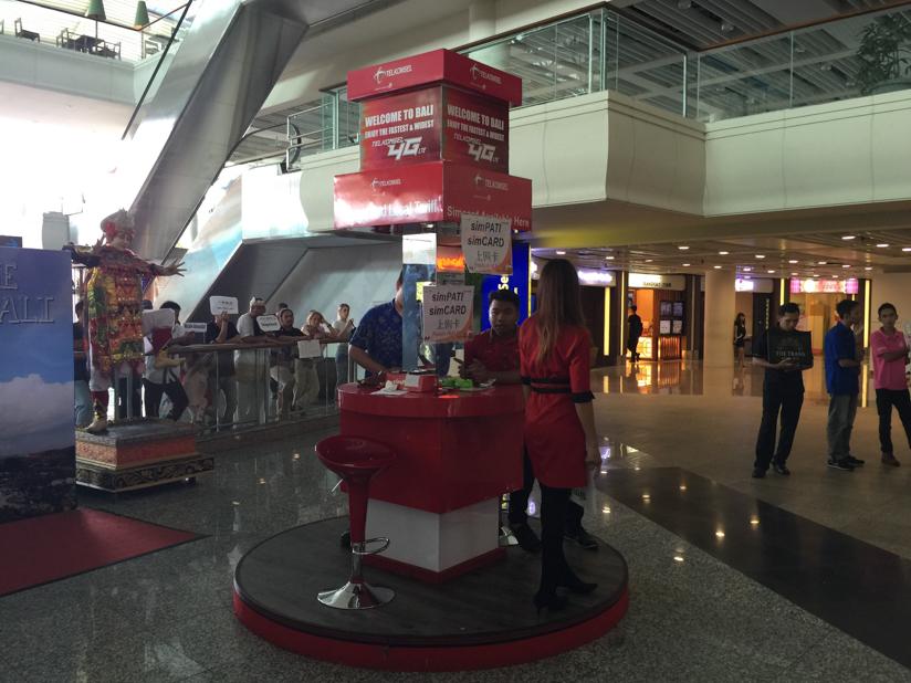 バリ(デンパサール)ングラ・ライ空港で販売されている様子