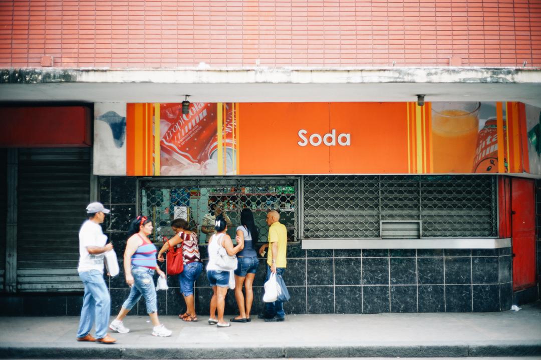 ソーダと書かれたお店。売られているのソフトドリンク飲み
