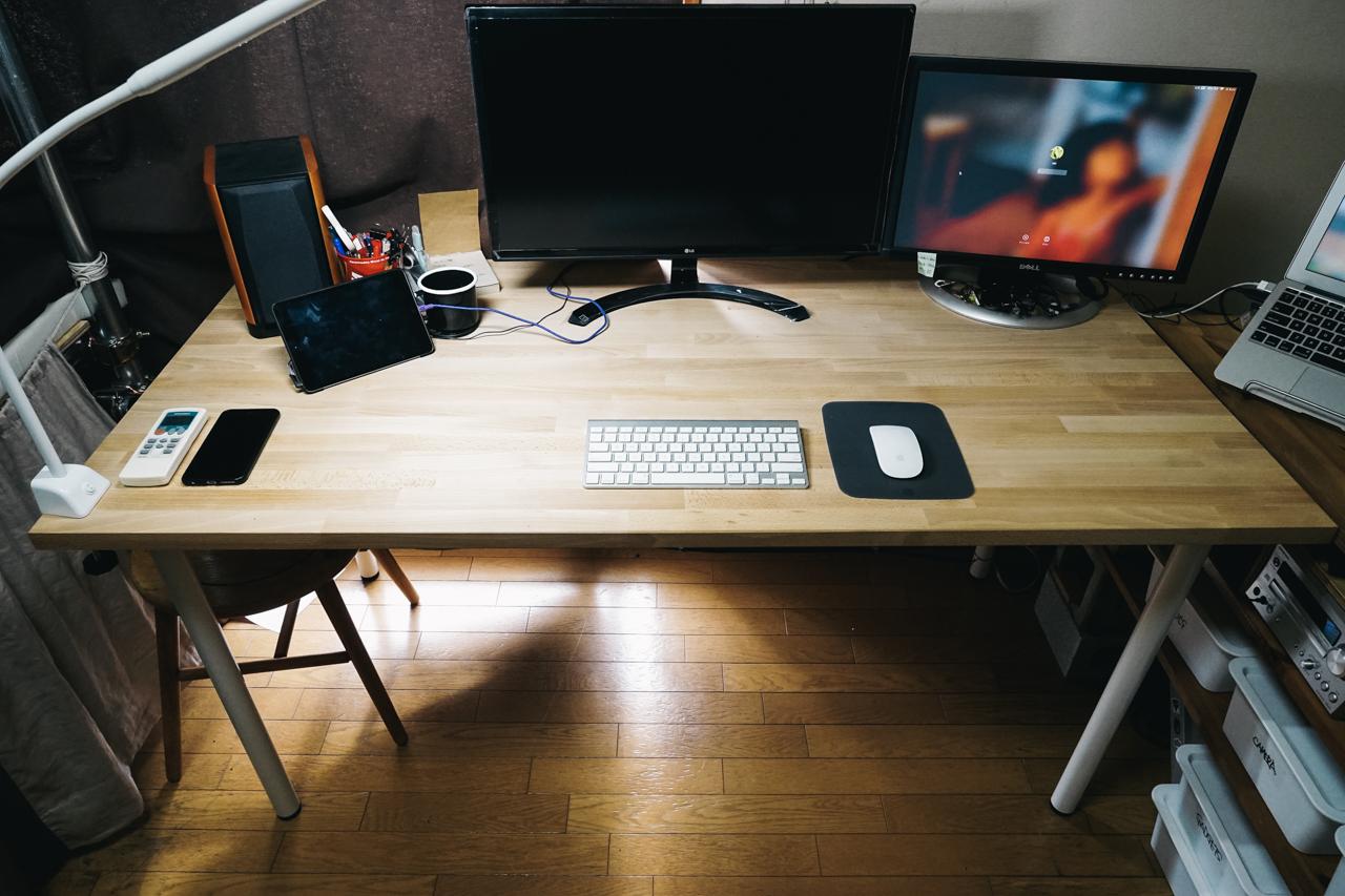 新しくした家の机