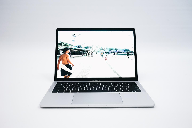 Macbook Pro '13 2016正面から