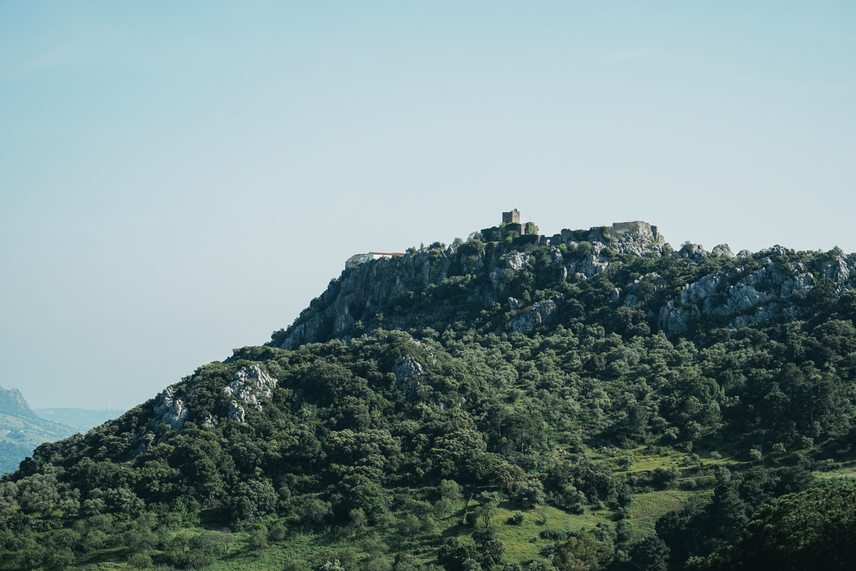 山の上には城?があったり
