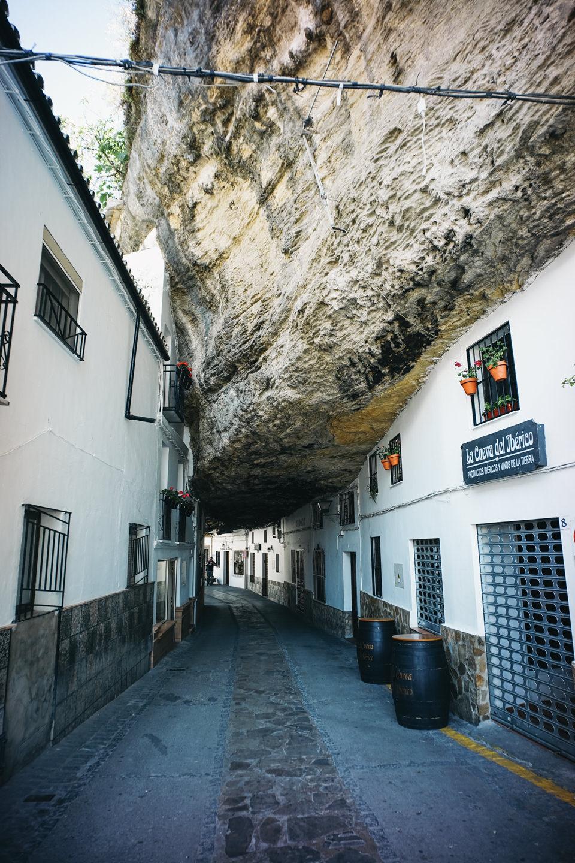 こんな風に岩のトンネルもあります