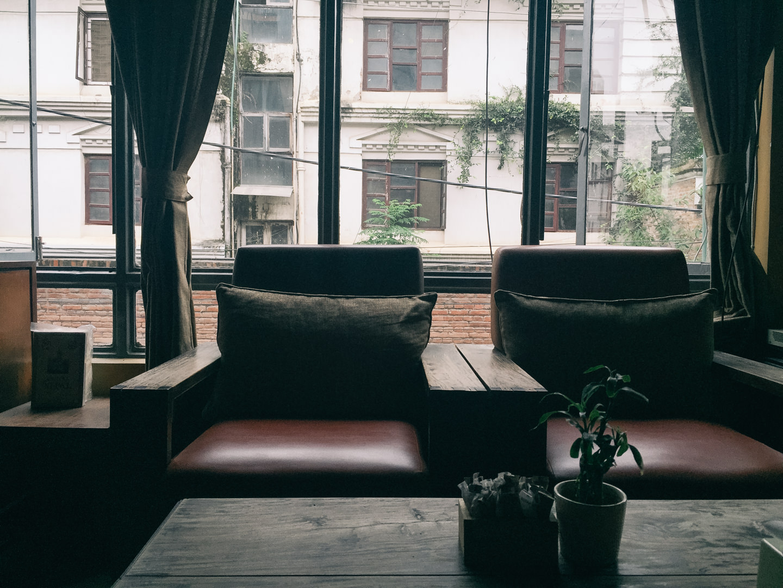 ゆったり寛げるソファー席も