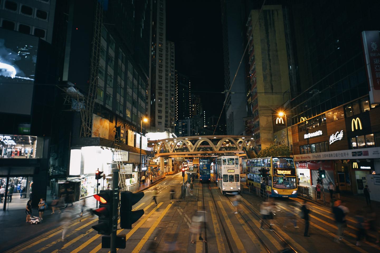 路面電車の2階から見る香港