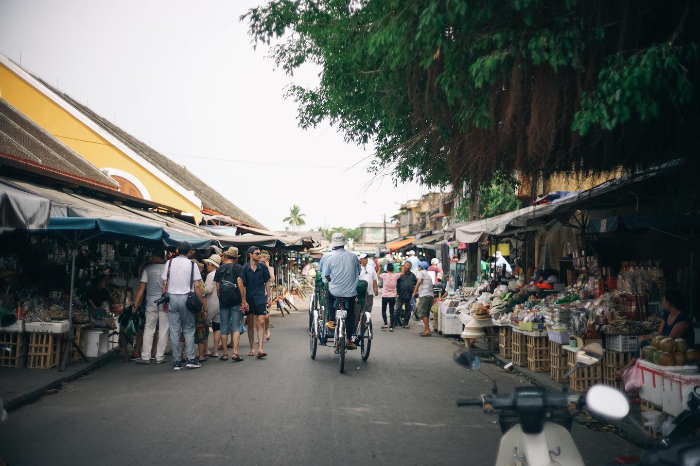 ホイアンの市場付近